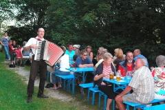 Grillfest am Kneippbecken mit Musiker Stefan Nüsslein