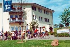 Radgruppe vor dem Seehotel