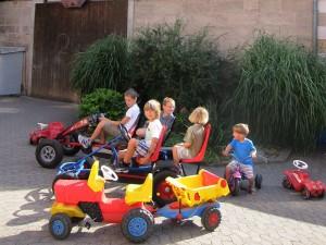 Ferienhaus Kühleis - Kinder spielen im Hof
